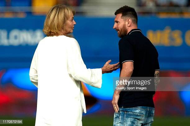 Danny Coster converses with Lionell Messi prior the Friendly match between FC Barcelona U19 and Ajax U19 on August 27 2019 in Barcelona Spain