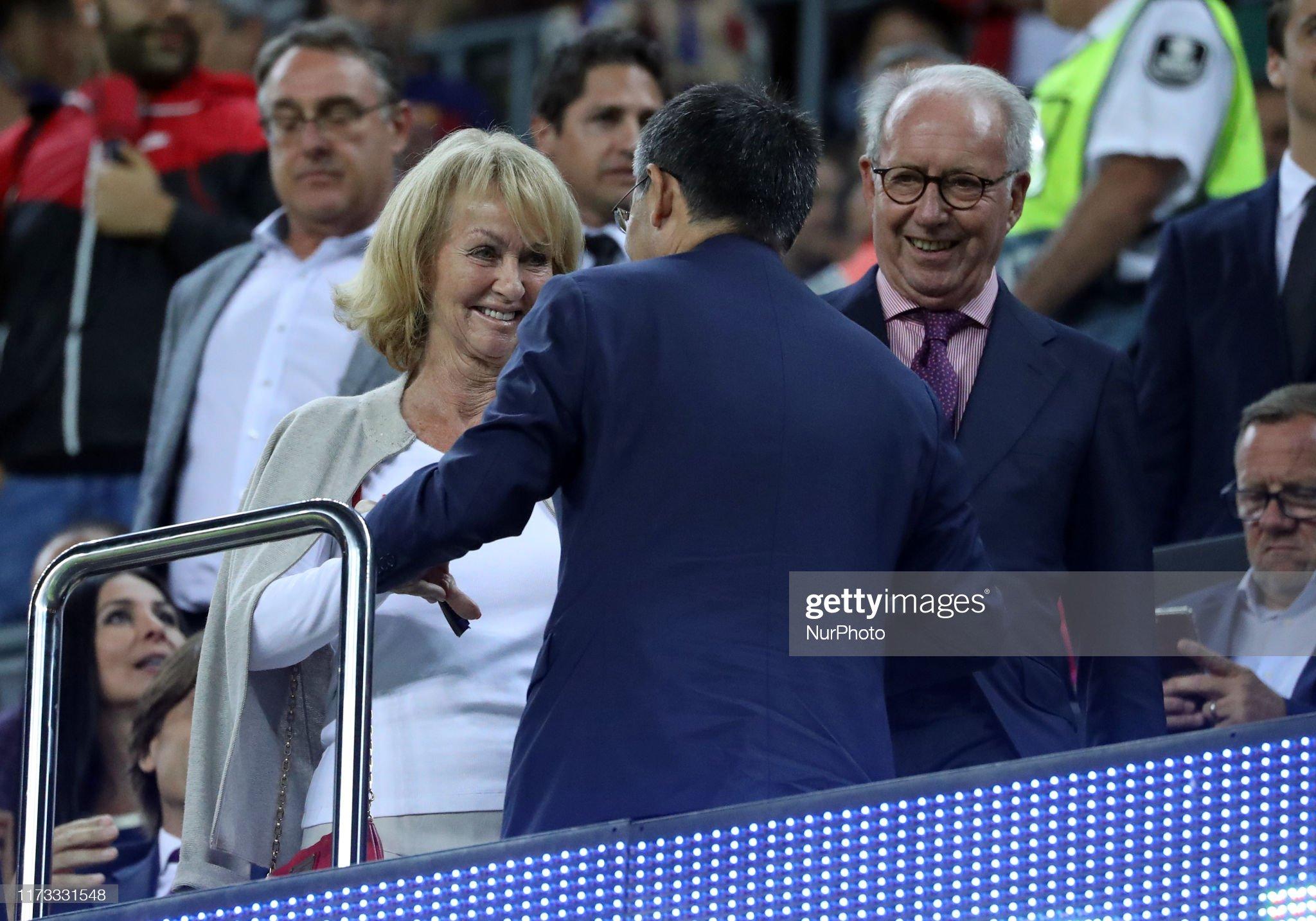 صور مباراة : برشلونة - إنتر 2-1 ( 02-10-2019 )  Danny-cruyff-and-josep-maria-bartomeu-during-the-match-between-fc-picture-id1173331548?s=2048x2048