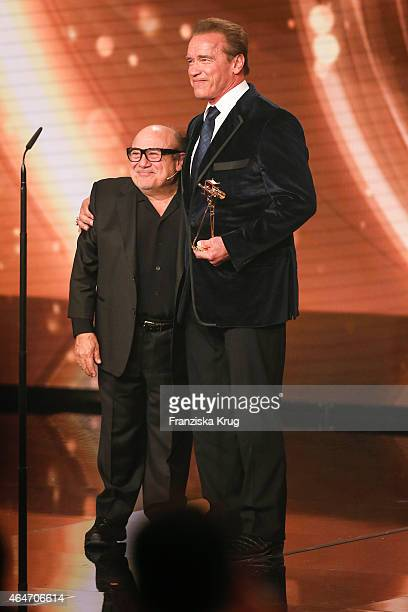 45 Arnold Schwarzenegger And Danny Devito Photos And Premium High Res Pictures Getty Images