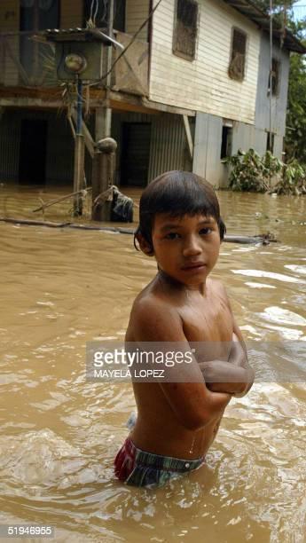 Danny Fernandez Talavera afectado por las inundaciones que desde el fin de semana azotan la atlantica provincia de Limon abandona su casa en...