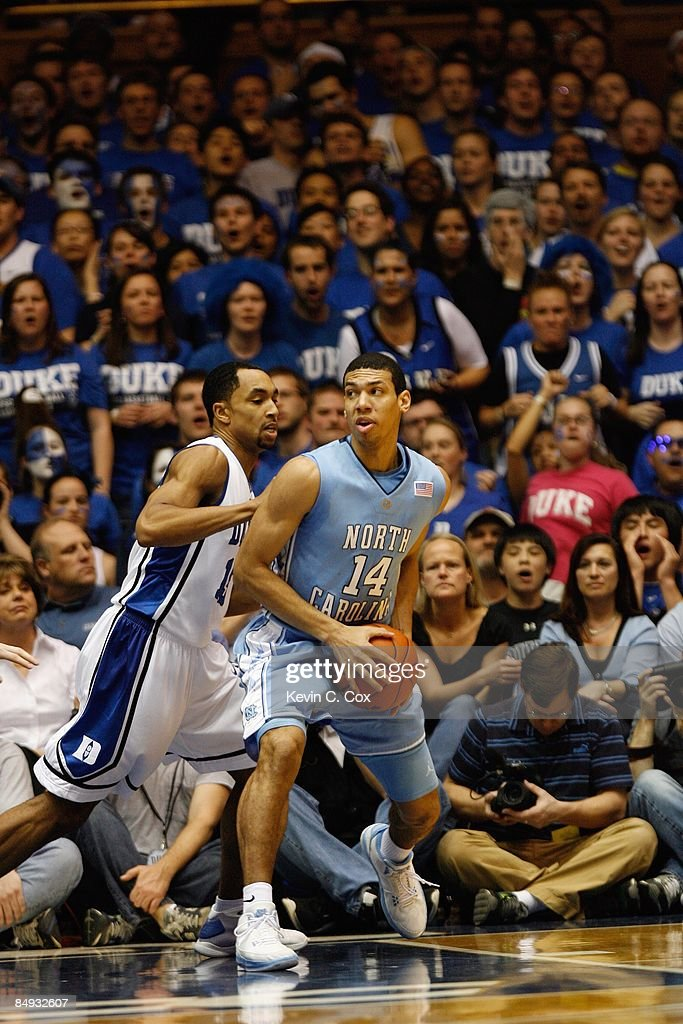 Danny Green Of The North Carolina Tar Heels Posts Up Against Gerald News Photo Getty Images