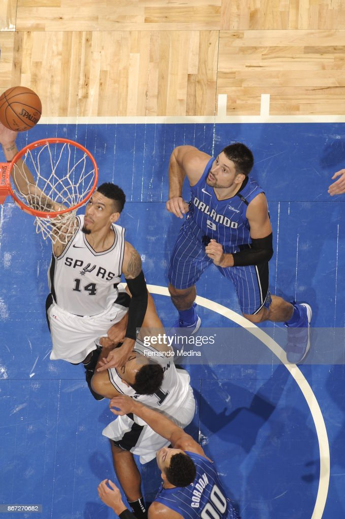Danny Green #14 of the San Antonio Spurs drives to the basket against the Orlando Magic on October 27, 2017 at Amway Center in Orlando, Florida.