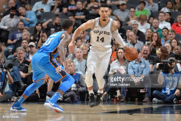 Danny Green of the San Antonio Spurs drives to the basket against the Oklahoma City Thunder on November 17 2017 at the ATT Center in San Antonio...