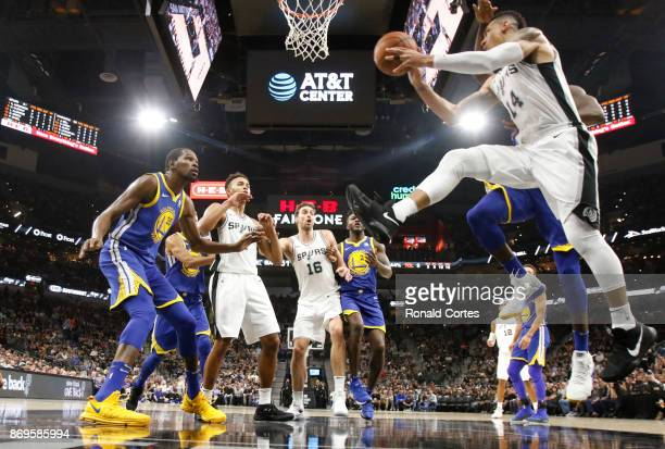 Danny Green of the San Antonio Spurs drives under the basket against Golden State at ATT Center on November 2 2017 in San Antonio Texas NOTE TO USER...