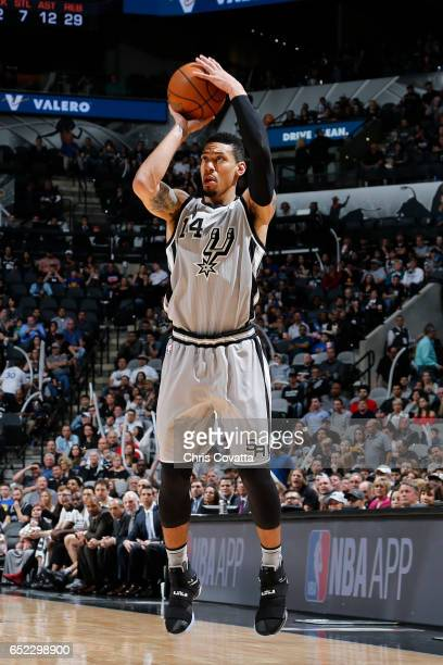 Danny Green of the San Antonio Spurs shoots the ball against the Golden State Warriors on March 11 2017 at the ATT Center in San Antonio Texas NOTE...
