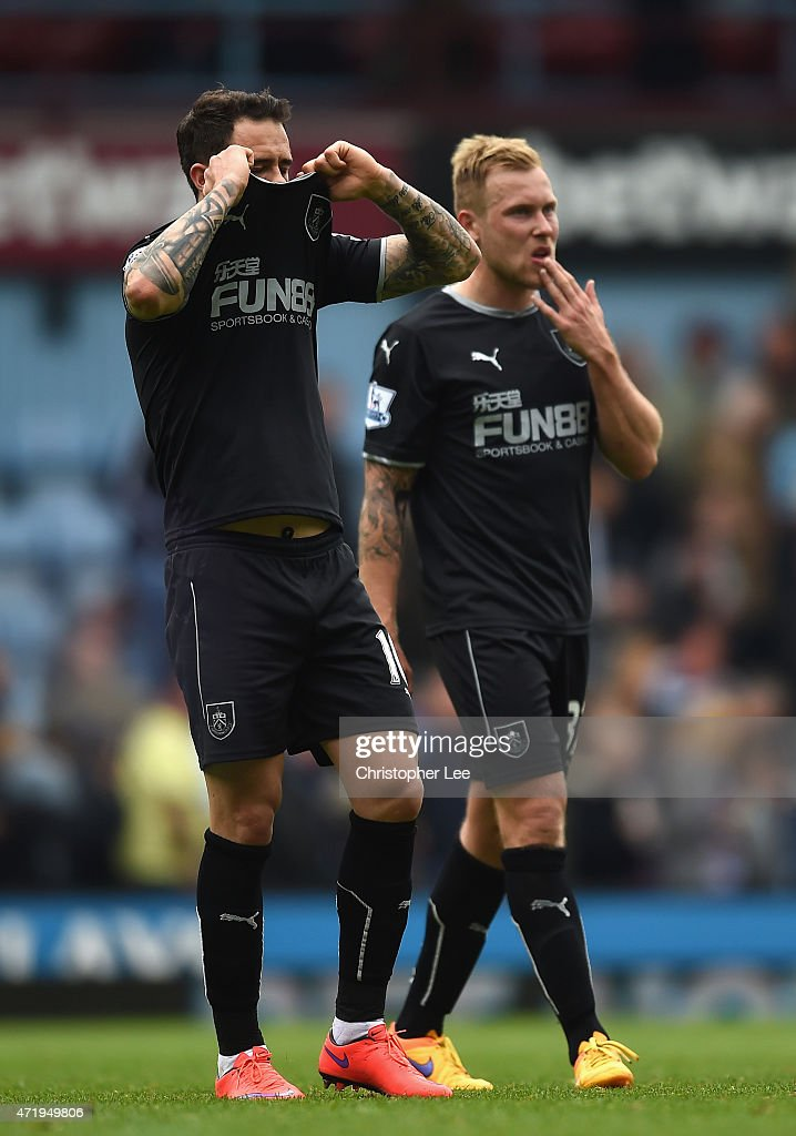 Danny Ings (L) of Burnley leaves the field with Scott Arfield after the Barclays Premier League match between West Ham United and Burnley at the Boleyn Ground on May 2, 2015 in London, England.