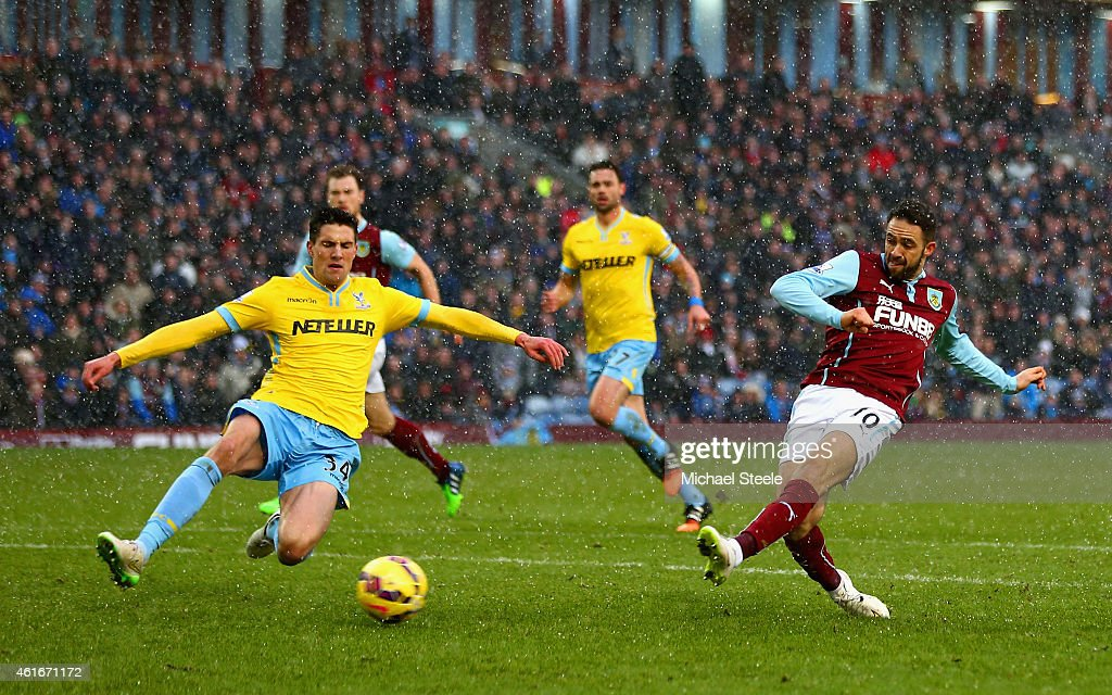 Danny Ings of Burnley scores their second goal during the Barclays Premier League match between Burnley and Crystal Palace at Turf Moor on January 17, 2015 in Burnley, England.