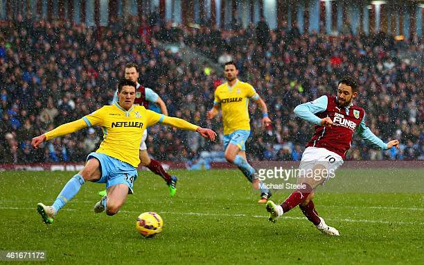 Danny Ings of Burnley scores their second goal during the Barclays Premier League match between Burnley and Crystal Palace at Turf Moor on January 17...