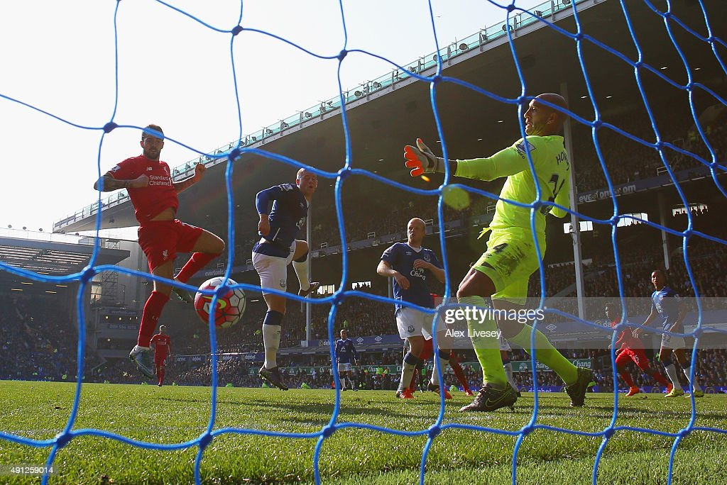 Danny Ings of Liverpool scores Liverpool's first goal past Tim Howard of Everton during the Barclays Premier League match between Everton and Liverpool at Goodison Park on October 4, 2015 in Liverpool, England.