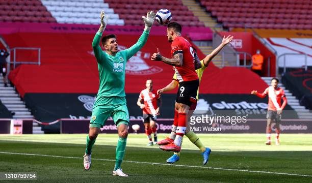 Danny Ings of Southampton heads at goal during the Premier League match between Southampton and Burnley at St Mary's Stadium on April 04, 2021 in...