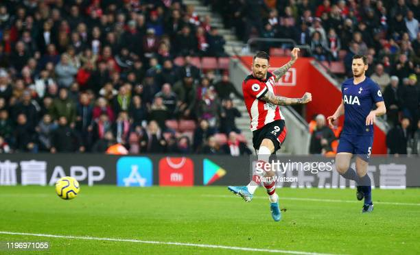 Danny Ings of Southampton opens the scoring during the Premier League match between Southampton FC and Tottenham Hotspur at St Mary's Stadium on...