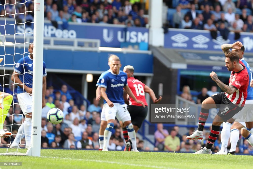 Danny Ings of Southampton scores a goal to make it 1-2 during the Premier League match between Everton FC and Southampton FC at Goodison Park on August 18, 2018 in Liverpool, United Kingdom.