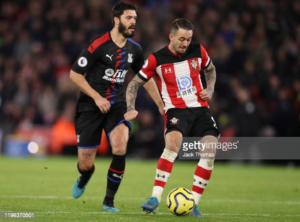 Danny Ings of Southampton scores his team's first goal during the Premier League match between Southampton FC and Crystal Palace at St Mary's Stadium...