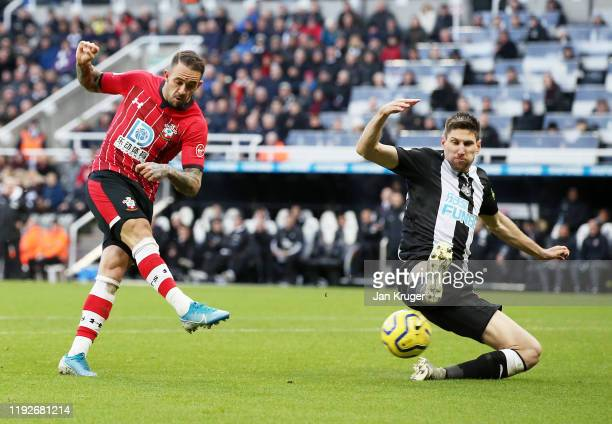Danny Ings of Southampton scores his team's first goal under pressure from Federico Fernandez of Newcastle United during the Premier League match...
