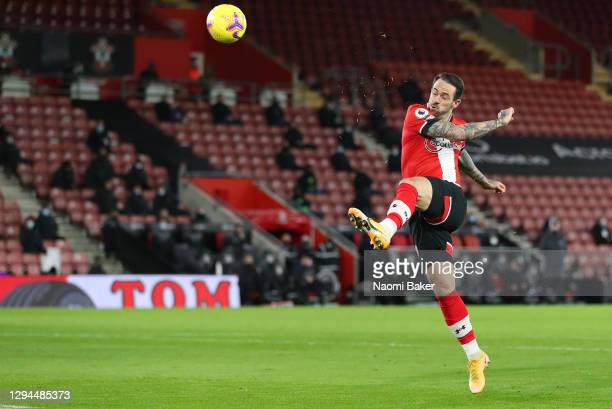 Danny Ings of Southampton scores their team's first goal during the Premier League match between Southampton and Liverpool at St Mary's Stadium on...