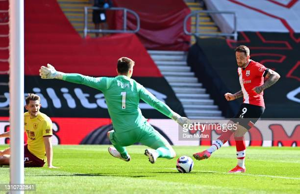 Danny Ings of Southampton scores their team's second goal during the Premier League match between Southampton and Burnley at St Mary's Stadium on...