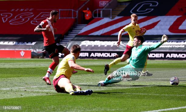 Danny Ings of Southampton scores to make it 2-2 during the Premier League match between Southampton and Burnley at St Mary's Stadium on April 04,...