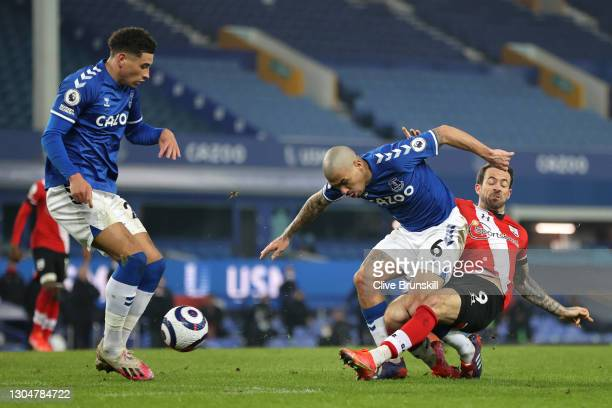 Danny Ings of Southampton shoots past Allan of Everton during the Premier League match between Everton and Southampton at Goodison Park on March 01,...