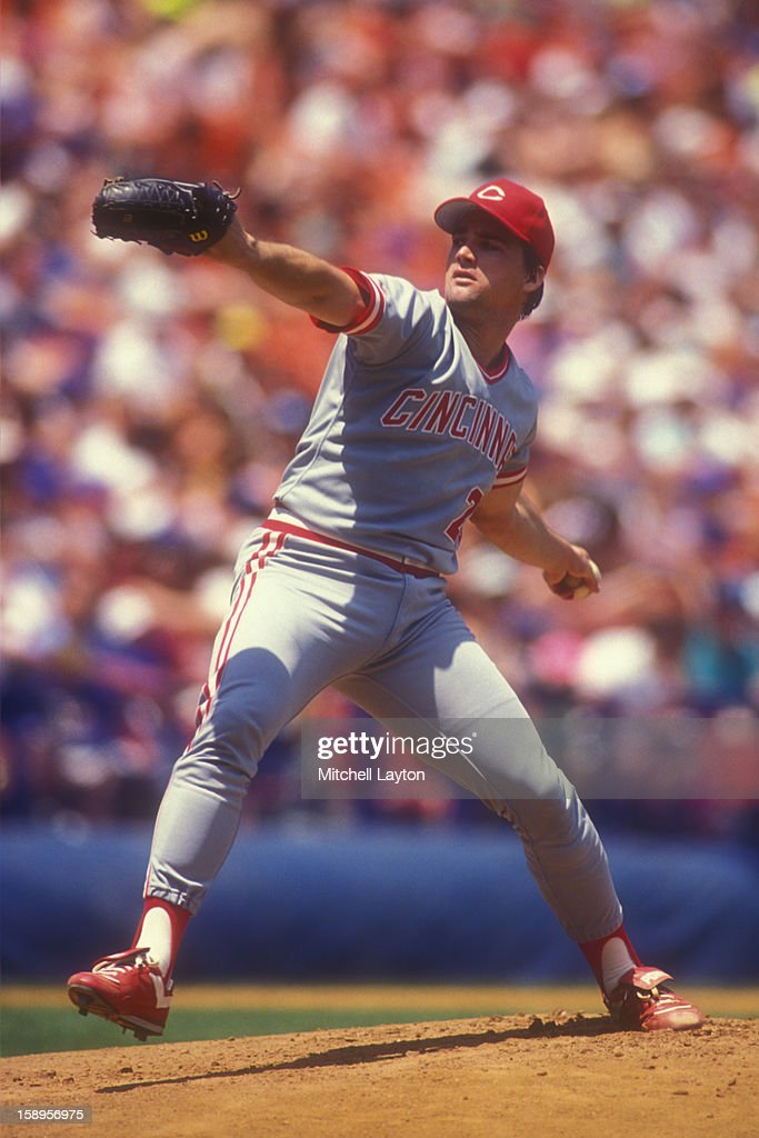 Danny Jackson #20 of the Cincinnati Reds pitches against the New York Mets on June 30, 1990 at Shea Stadium in New York, New York. The Reds won 7-4.