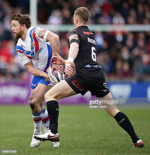 Danny Kirmond of Wakefield Wildcats under passes under pressure from Kevin Brown of Widnes Vikings during the First Utility Super League Round One...