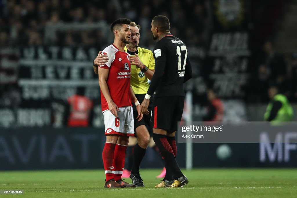 Danny Latza (L) of Mainz and Kevin-Prince Boateng of Frankfurt argue during the Bundesliga match between 1. FSV Mainz 05 and Eintracht Frankfurt at Opel Arena on October 27, 2017 in Mainz, Germany.