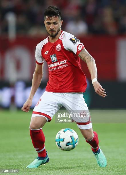 Danny Latza of Mainz controls the ball during the Bundesliga match between 1 FSV Mainz 05 and SportClub Freiburg at Opel Arena on April 16 2018 in...