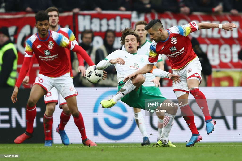 Danny Latza (R) of Mainz is challenged by Clemens Fritz of Bremen during the Bundesliga match between 1. FSV Mainz 05 and Werder Bremen at Opel Arena on February 18, 2017 in Mainz, Germany.