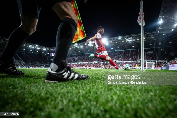 Danny Latza of Mainz takes a corner kick during the Bundesliga match between 1 FSV Mainz 05 and SportClub Freiburg at Opel Arena on April 16 2018 in...