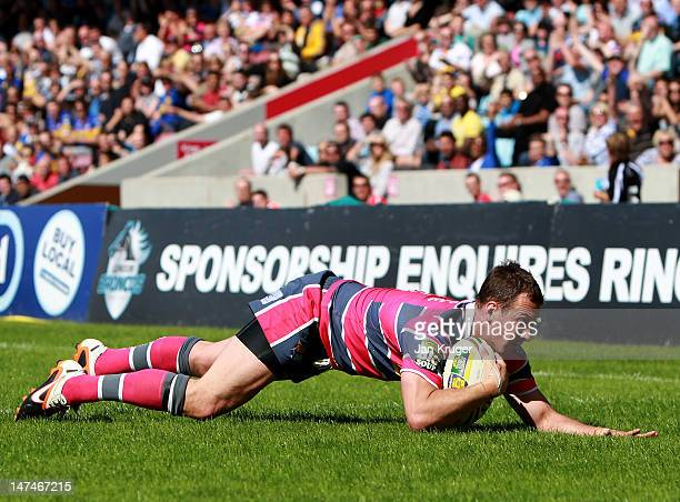 Danny McGuire of Leeds Rhinos goes over for a try during the Stobart Super League match between London Broncos and Leeds Rhinos at Twickenham Stoop...