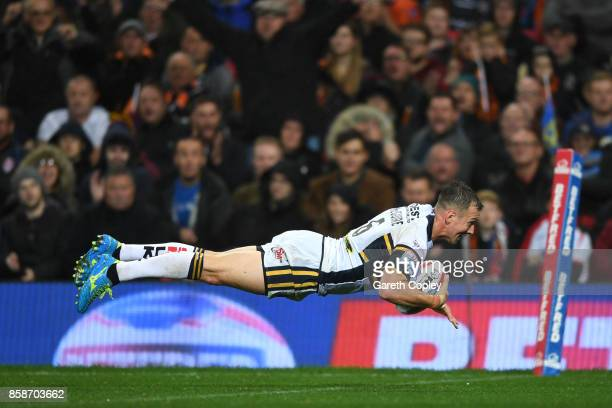 Danny McGuire of Leeds Rhinos scores the second try during the Betfred Super League Grand Final match between Castleford Tigers and Leeds Rhinos at...