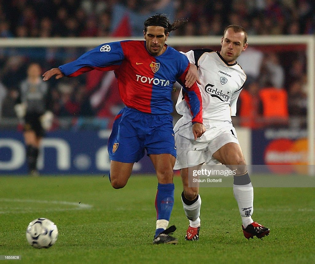 Danny Murphy of Liverpool and Antonio Esposito of FC Basel : News Photo