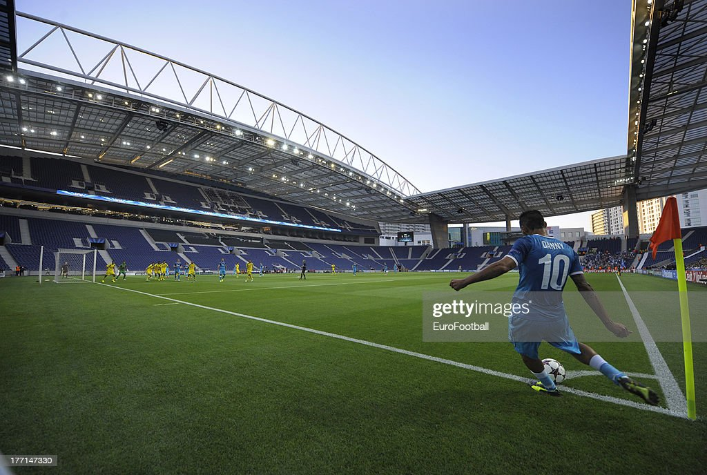 Danny of FC Zenit St Petersburg takes a corner kick during the UEFA Champions League play-off first leg match between FC Pacos de Ferreira and FC Zenit St Petersburg held on August 20, 2013 at the Estadio do Dragao, in Porto, Portugal.