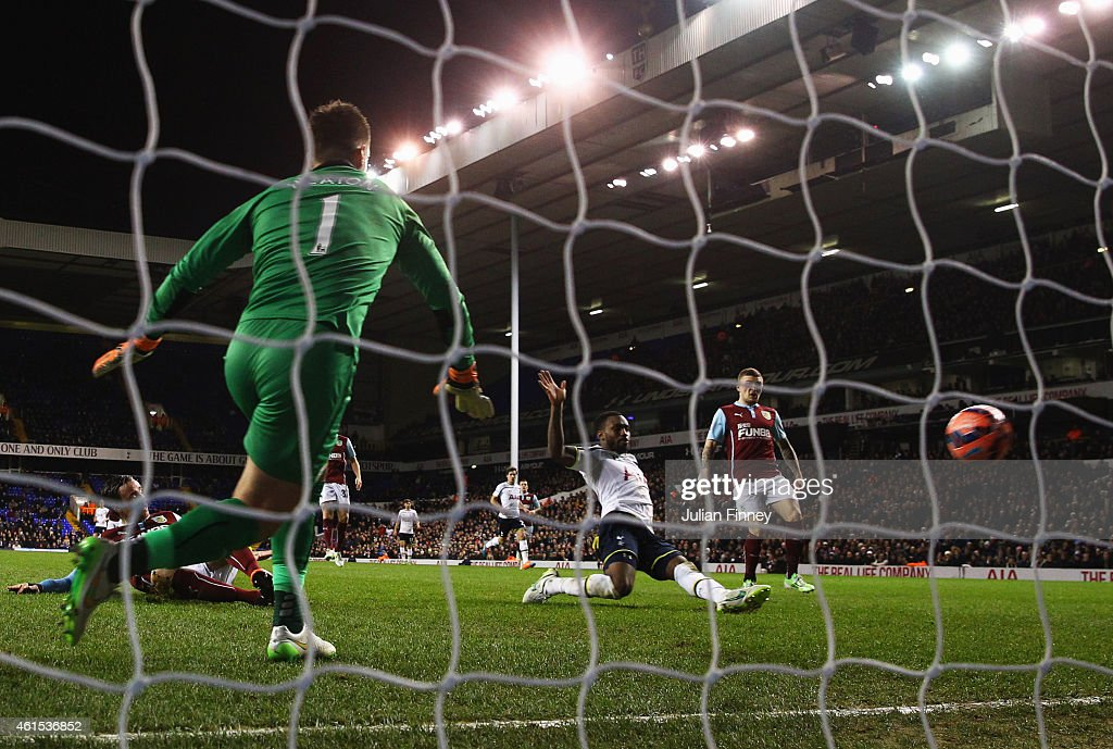 Danny Rose of Spurs (2R) beats goalkeeper Thomas Heaton of Burnley to score their fourth goal during the FA Cup Third Round Replay match between Tottenham Hotspur and Burnley at White Hart Lane on January 14, 2015 in London, England.
