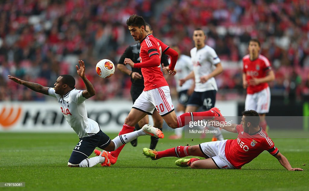 Danny Rose (L) of Tottenham Hotspur is fouled by Eduardo Salvio (R) of SL Benfica as Andre Gomes (C) looks on during the UEFA Europa League Round of 16 2nd leg match between SL Benfica and Tottenham Hotspur at Estadio da Luz on March 20, 2014 in Lisbon, Portugal.