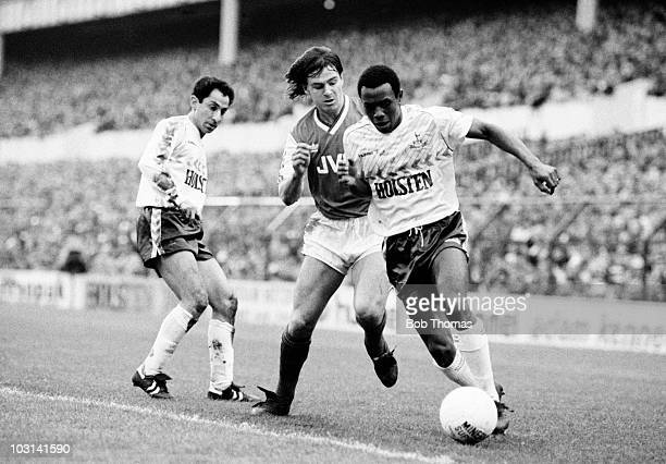 Danny Thomas of Tottenham Hotspur is challenged by Charlie Nicholas of Arsenal as Ossie Ardiles looks on during the Littlewoods Cup Semifinal 2nd leg...