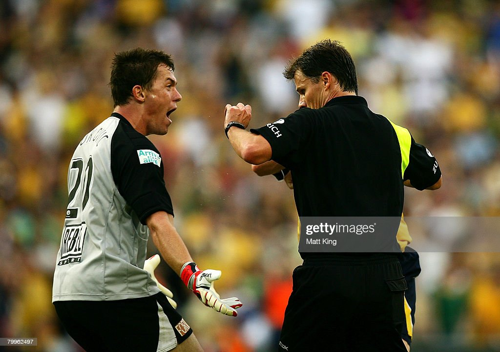 Danny Vukovic of the Mariners argues with referee Mark Shield in the dying minutes during the A-League Grand Final match between the Central Coast Mariners and the Newcastle Jets at the Sydney Football Stadium on February 24, 2008 in Sydney, Australia.