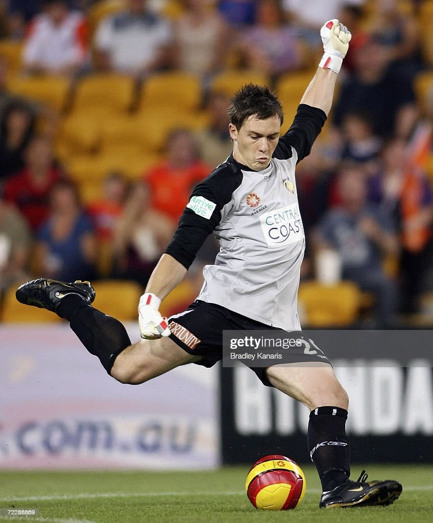 Danny Vukovic of the MAriners in action during the round ten Hyundai A-League match between the Queensland Roar and the Central Coast Mariners at Suncorp Stadium on October 28, 2006 in Brisbane, Australia.