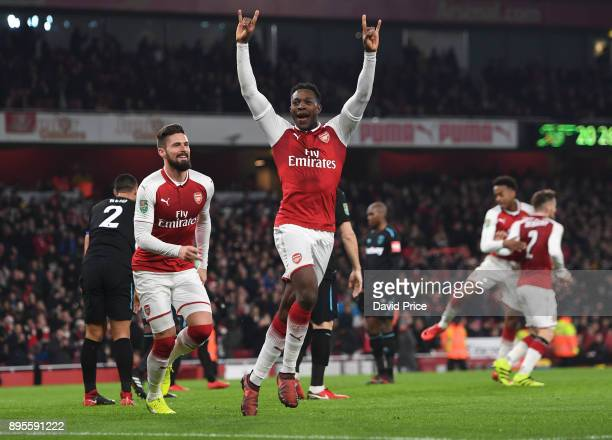 Danny Welbeck celebrates scoring a goal for Arsenal with Olivier Giroud during the Carabao Cup Quarter Final match between Arsenal and West Ham...