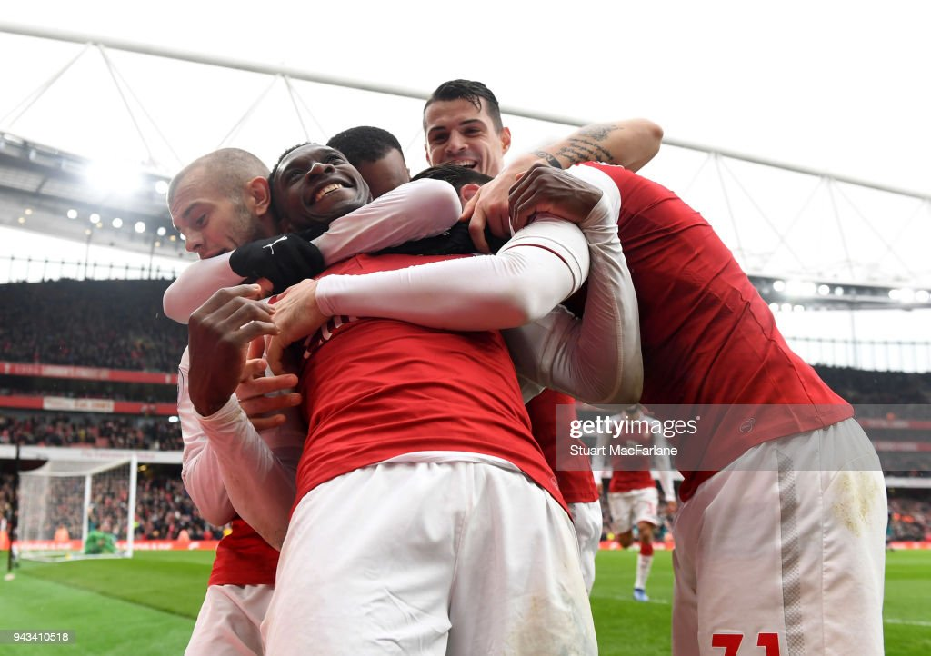 Danny Welbeck celebrates scoring the 3rd Arsenal goal with (L) Jack Wilshere, (2ndR) Granit Xhaka and (R) Sead Kolasinac during the Premier League match between Arsenal and Southampton at Emirates Stadium on April 8, 2018 in London, England.