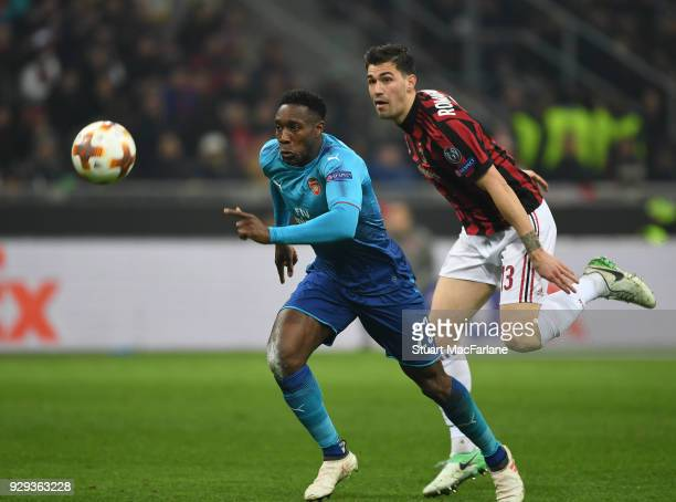 Danny Welbeck of Arsenal breaks past Alessio Romagnoli of Milan during UEFA Europa League Round of 16 match between AC Milan and Arsenal at the San...