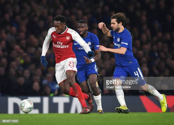 Danny Welbeck of Arsenal breaks past Cesc Fabregas of Chelsea during the Carabao Cup SemiFinal First Leg match between Chelsea and Arsenal at...