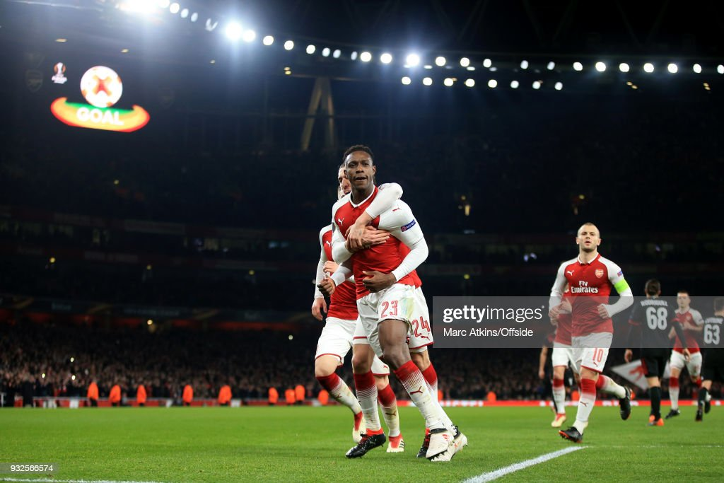Danny Welbeck of Arsenal celebrates scoring his 1st goal among team mates during the UEFA Europa League Round of 16 2nd leg match between Arsenal and AC MIian at Emirates Stadium on March 15, 2018 in London, England.