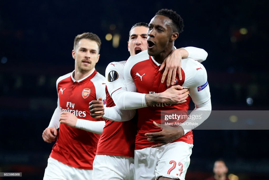 Danny Welbeck of Arsenal celebrates scoring their 1st goal with Aaron Ramsey and Hector Bellerin during the UEFA Europa League Round of 16 2nd leg match between Arsenal and AC MIian at Emirates Stadium on March 15, 2018 in London, England.