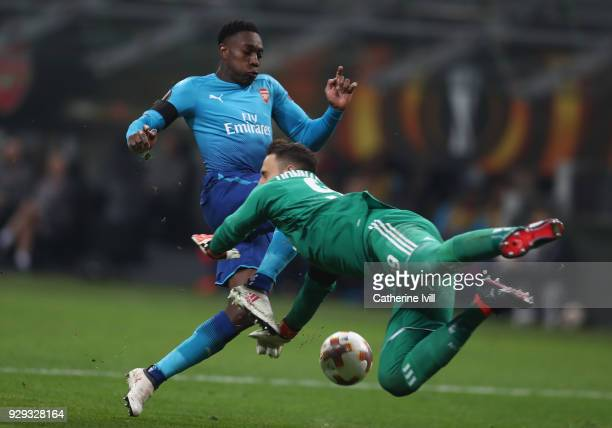 Danny Welbeck of Arsenal challenges AC Milan goalkeeper Gianluigi Donnarumma during the UEFA Europa League Round of 16 match between AC Milan and...