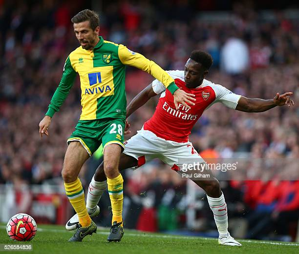 Danny Welbeck of Arsenal challenges Gary O'Neil of Norwich City during the Barclays Premier League match between Arsenal and Norwich City at The...