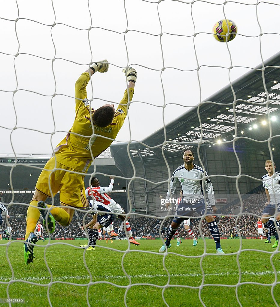 Danny Welbeck of Arsenal heads past West Brom goalkeeper Ben Foster to score the Arsenal goal during the Barclays Premier League match between West Bromwich Albion and Arsenal at The Hawthorns on November 29, 2014 in West Bromwich, England.