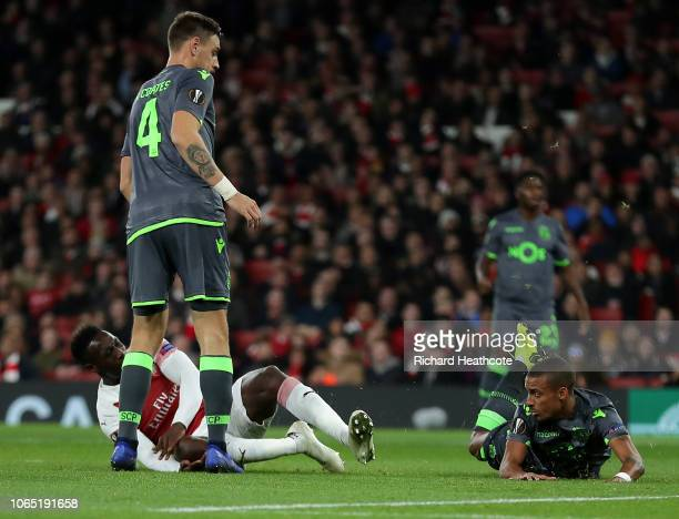 Danny Welbeck of Arsenal injures his ankle during the UEFA Europa League Group E match between Arsenal and Sporting Lisbon at Emirates Stadium on...