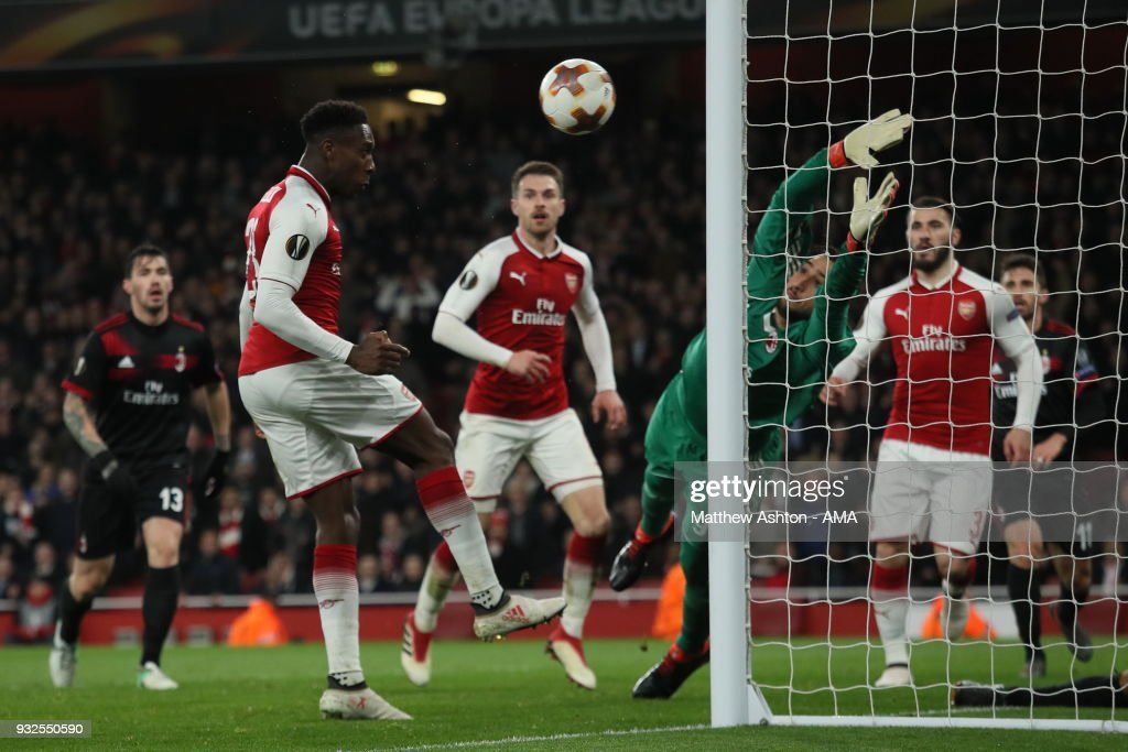 Danny Welbeck of Arsenal scores a goal to make it 3-1 during the UEFA Europa League Round of 16: Second Leg match between Arsenal and AC Milan at Emirates Stadium on March 15, 2018 in London, England.