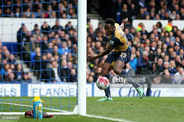 Danny Welbeck of Arsenal scores his team's first goal during the Barclays Premier League match between Everton and Arsenal at Goodison Park on March...