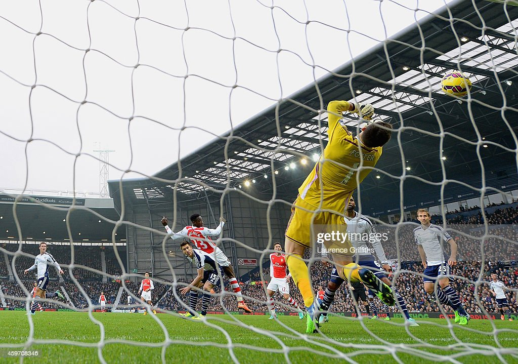 Danny Welbeck of Arsenal scores the first goal past Ben Foster of West Brom during the Barclays Premier League match between West Bromwich Albion and Arsenal at The Hawthorns on November 29, 2014 in West Bromwich, England.